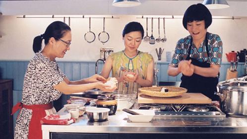 《海鸥食堂》温泉的饭团,坚韧的生活