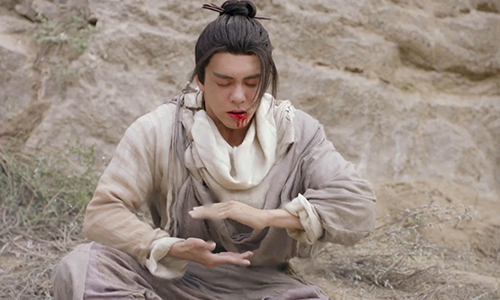《倚天屠龙记》第18集精彩看点:张无忌舍命保护明教弟子