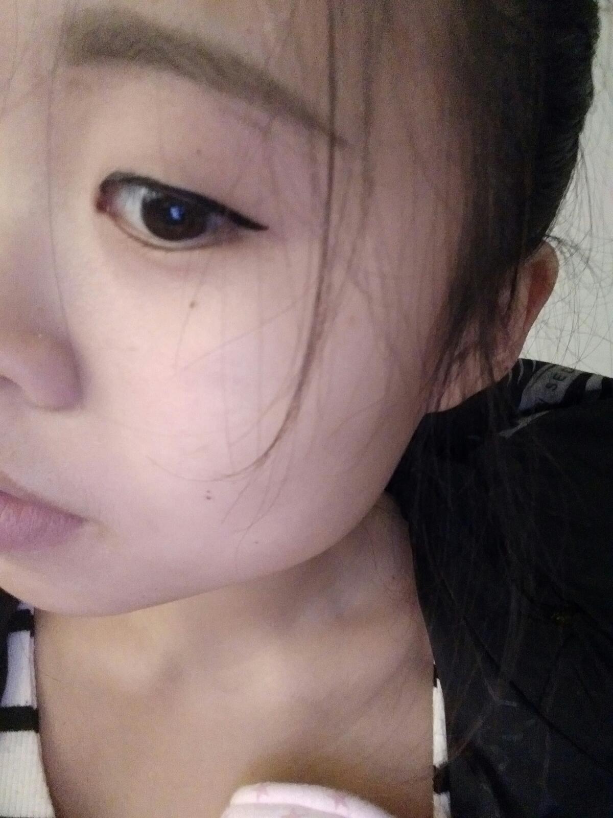 听说这里很多化妆达人  请教一下美妈们  单眼皮小眼睛  怎么化眼线图片