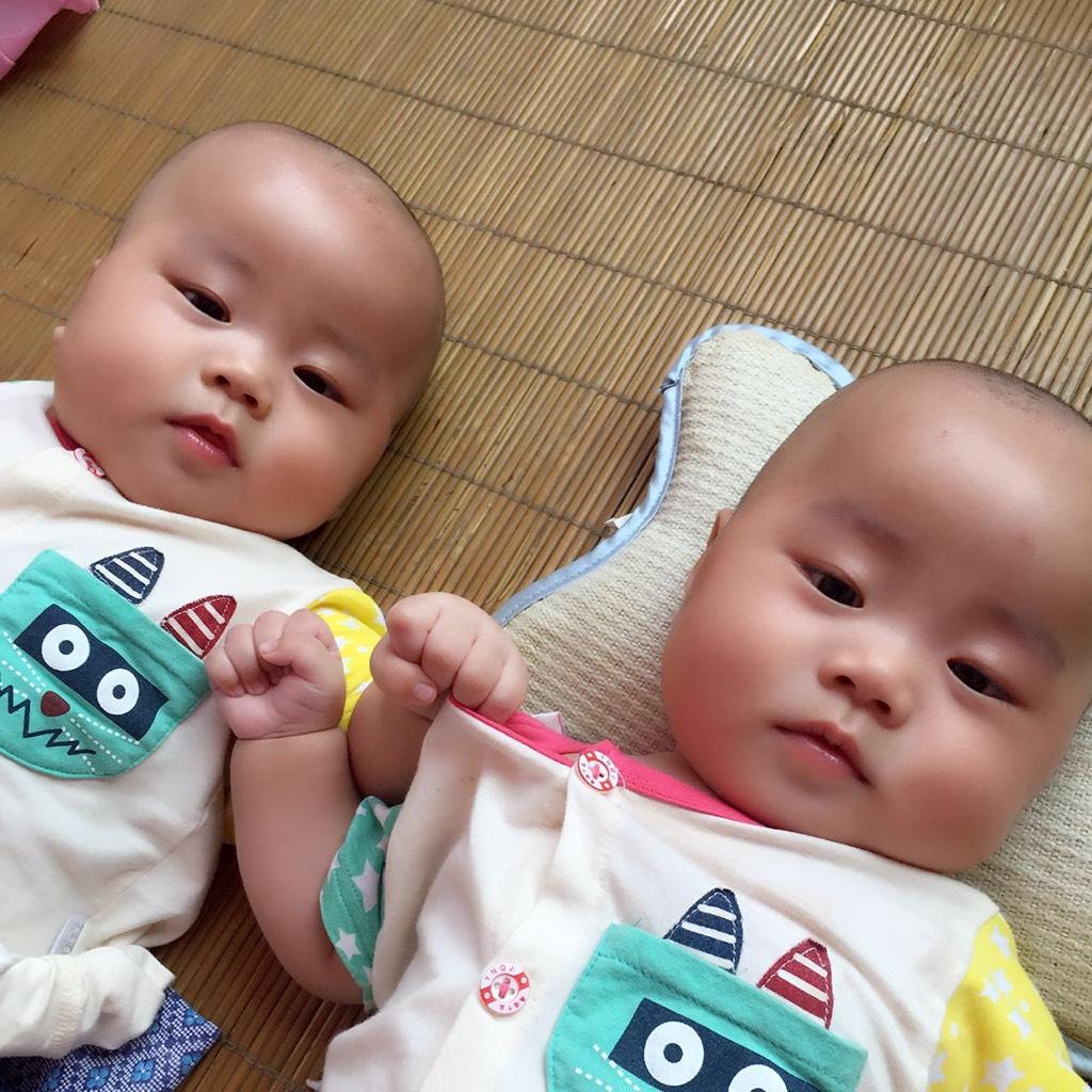我家双胞胎百天照_百度宝宝知道图片