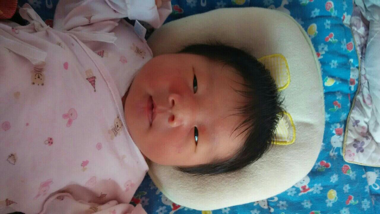 这个是刚出生两天的照片,八斤的小宝宝