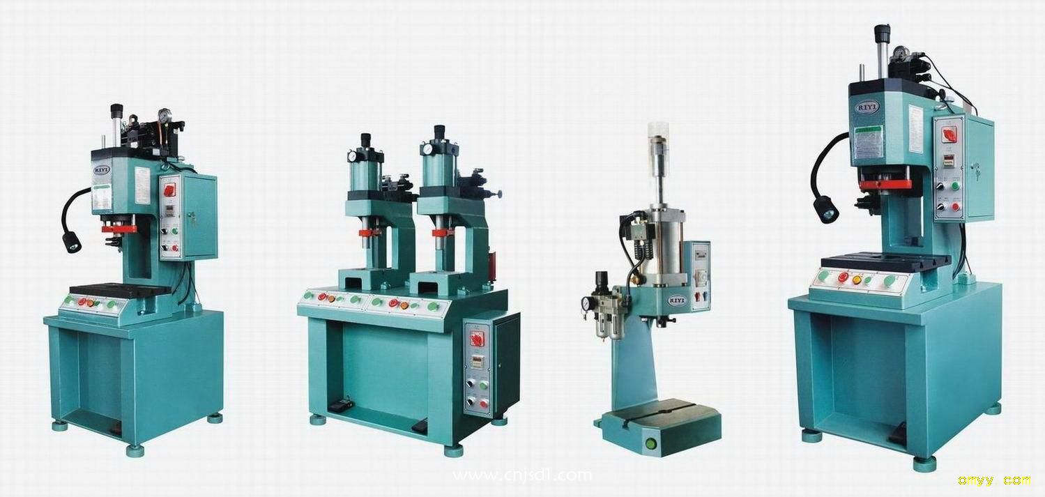单柱液压机的特点图片