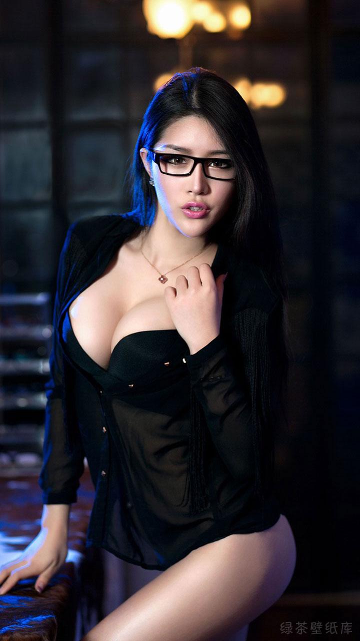 戴眼镜的美女壁纸哪里还能找到