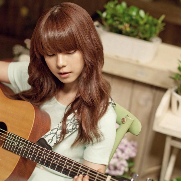 一个女孩弹吉他的安卓壁纸就是这个刷机掉了求原图