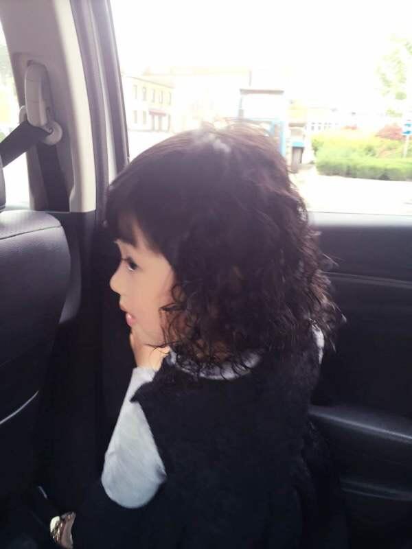有给宝宝烫头发的吗,女儿3岁了图片