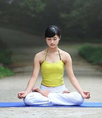 瑜伽莲花坐姿会不会把小腿变弯图片