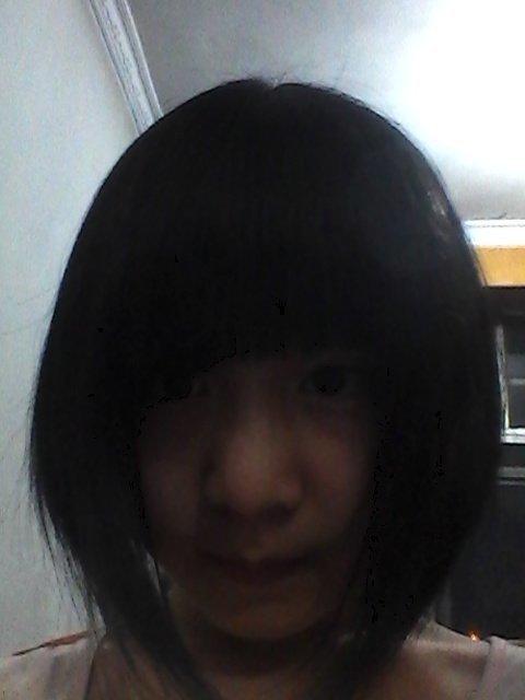 看你的发型不想脸大的啊  这是什么短发啊 回答 这是沙宣的,中分价齐图片