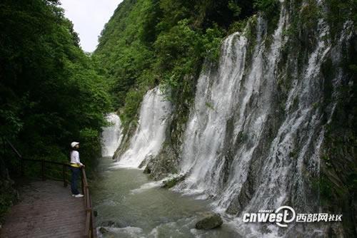 作文石泉大峡谷