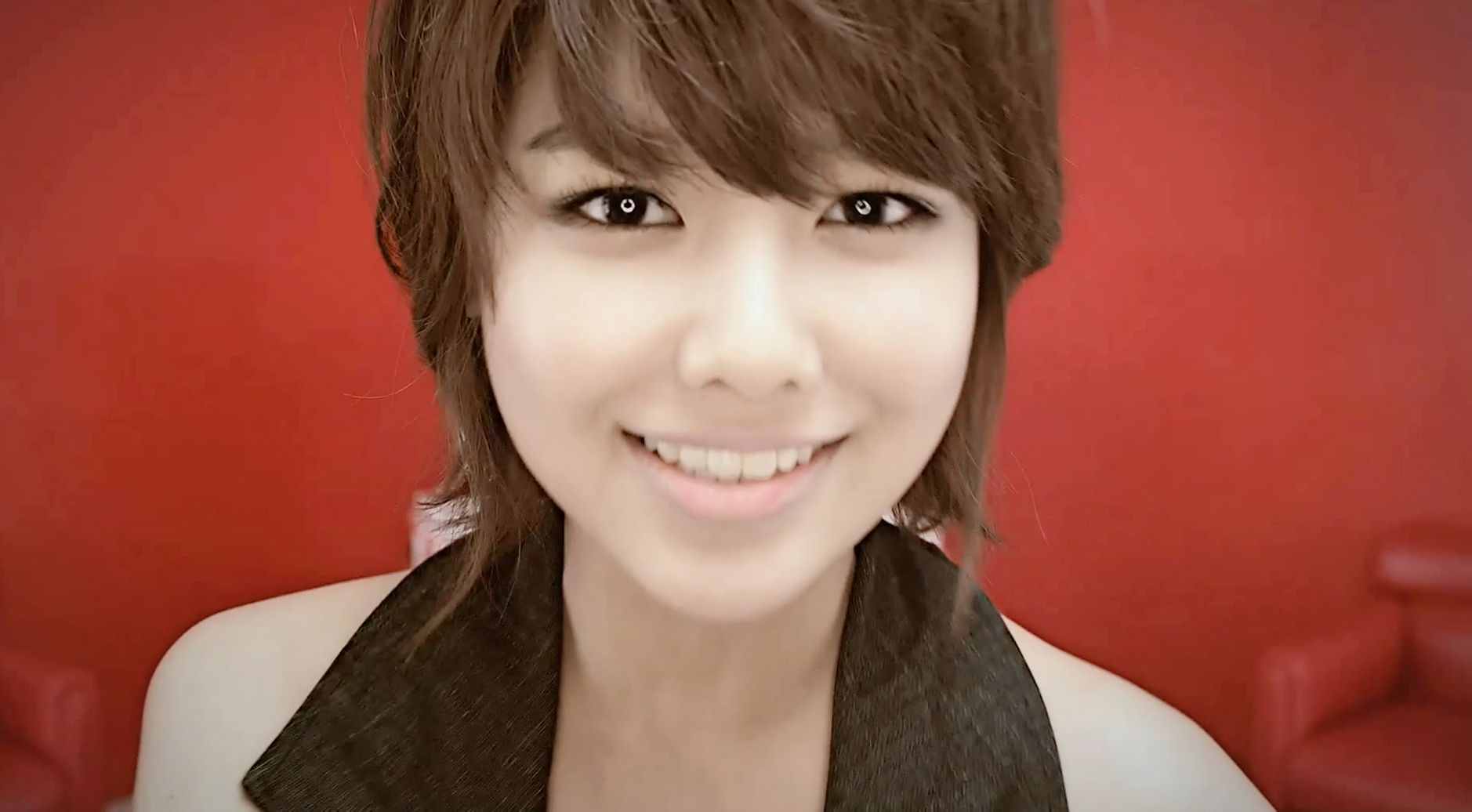 少女时代韩文版genie mv中短发的是谁; 少女时代崔秀英赤脚; 图片