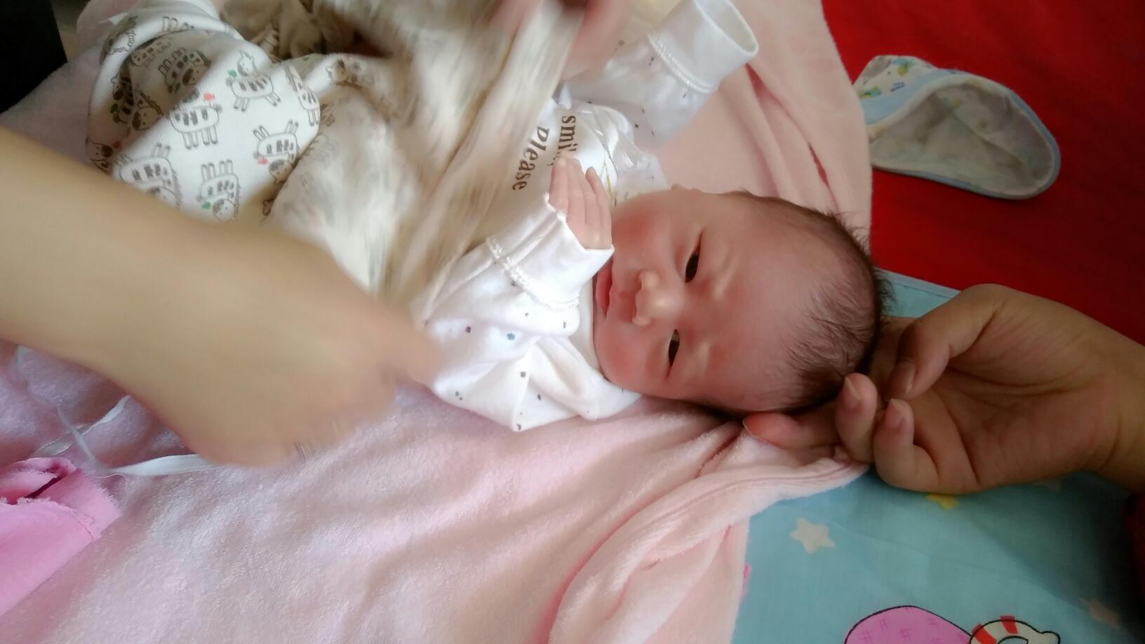 刚出生没几天,宝宝后脑勺长了个胞怎么办,是什么引起的呢