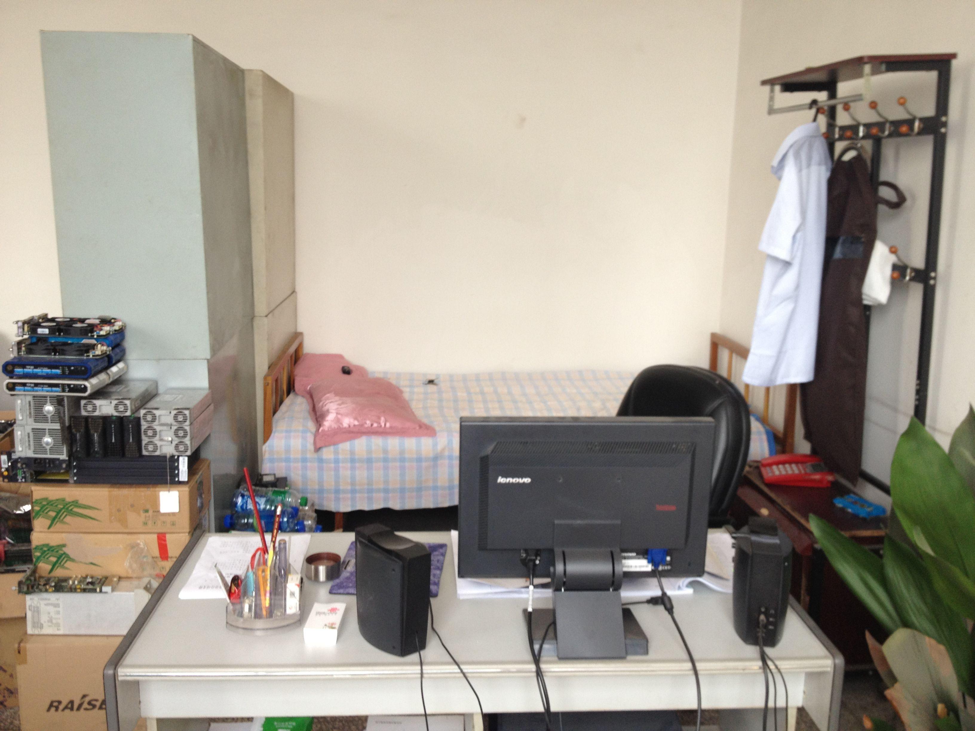 办公桌的摆放_办公室办公桌摆放图_办公桌摆放设计图片