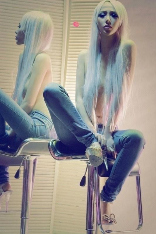 对镜子拍的 没有穿衣服