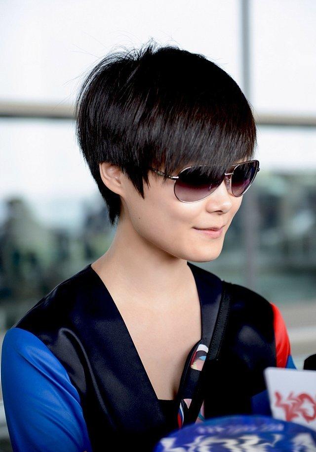 初一女生适合剪李宇春的发型么? (640x914)-初中女学生发型如何扎图片