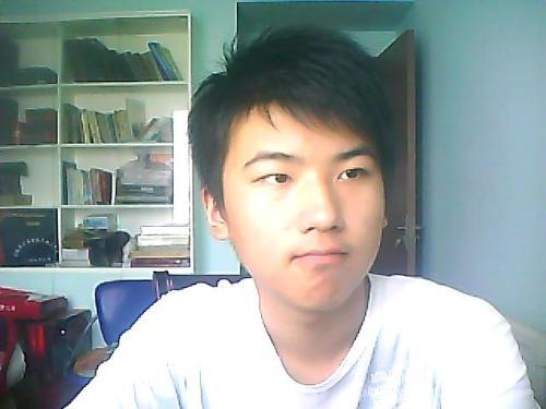 13岁的中学生剪什么发型好看?男生