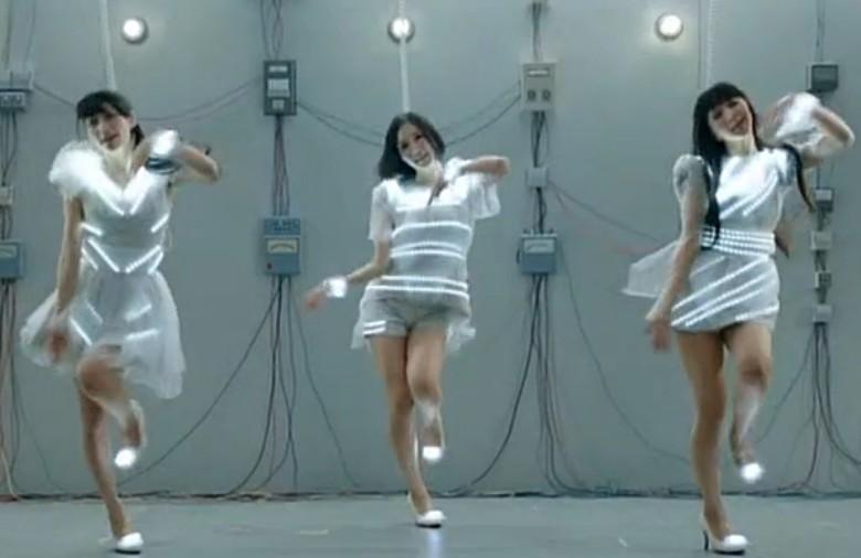 日本歌 mv里有三个女生