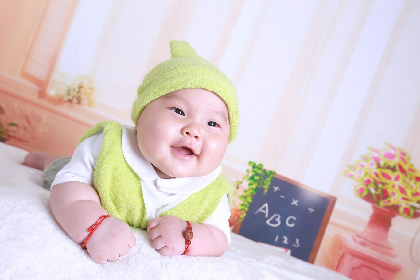 宝宝百天照,亲亲猪猪宝贝图片