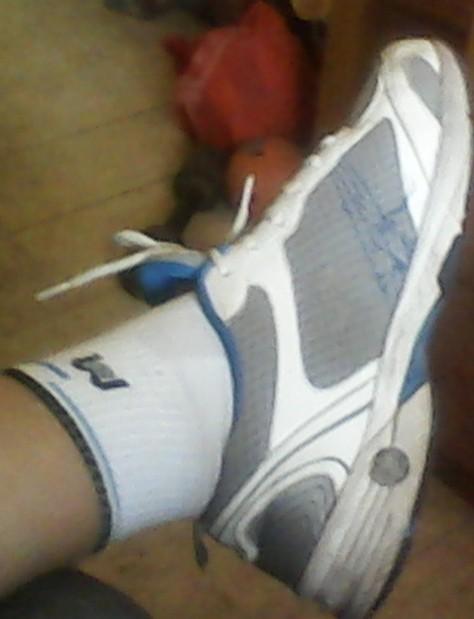 我的白袜脚 百度知道