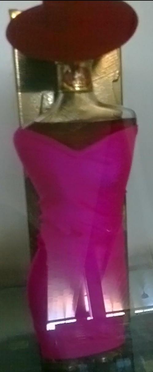 酒瓶是一个穿衣服的美女