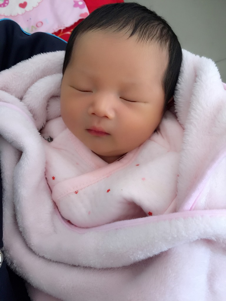 附一张宝宝刚出生的照片!