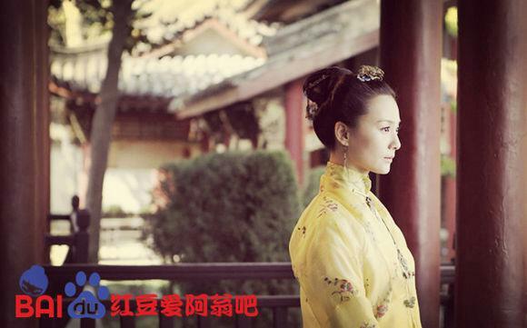 因为父母欠了债,而不得不委屈地成为替补苏雨心的新娘,嫁给了香浩泽