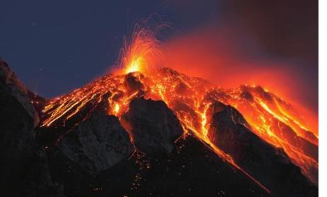 日本新燃岳火山数次爆炸性喷发 火山爆发时有何危害?