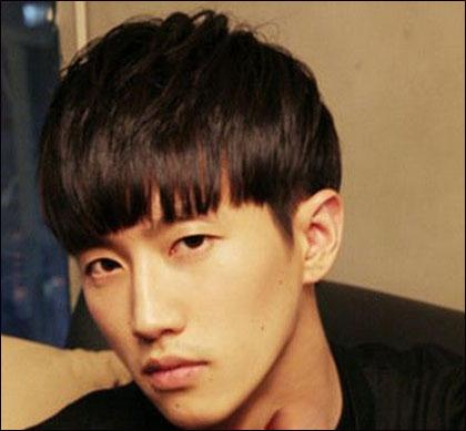 给几张男生齐刘海发型照片,越多越好图片