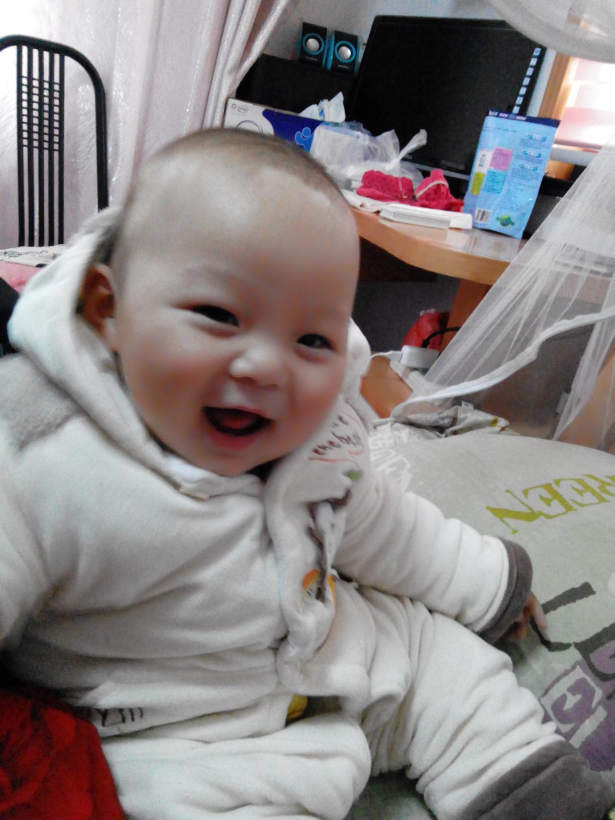 宝宝头发少图片