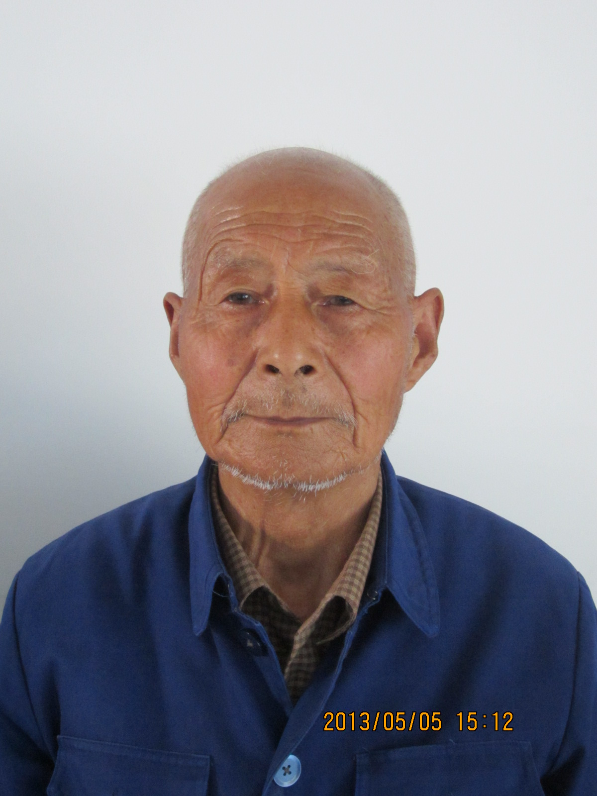 正面老人照片_求一张老人或者叔叔辈的照片,正面照,我的暑期社会实践用.谢谢啦