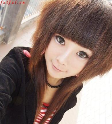 这个女生是什么发型?电发根还是锡纸烫?