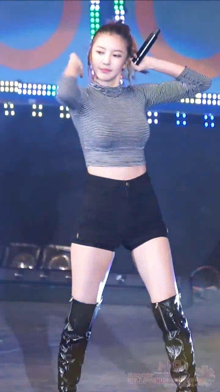 这位韩国美女是谁啊?唱的什么歌曲啊
