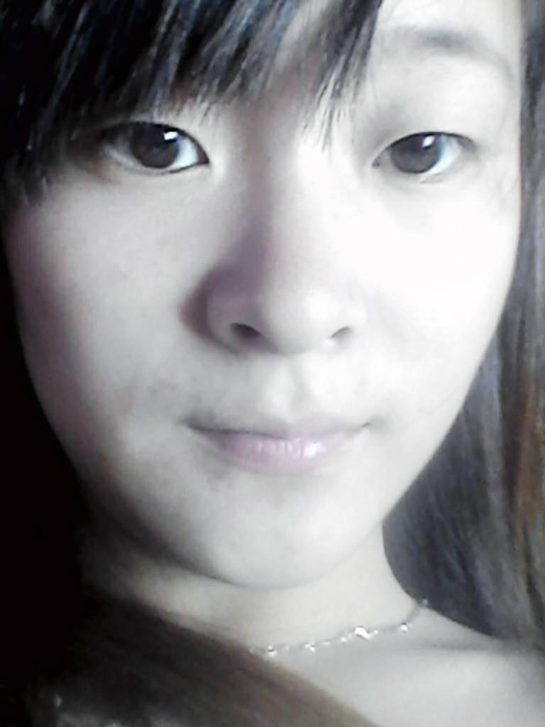 我这个脸型适合什么发型和刘海啊?图片