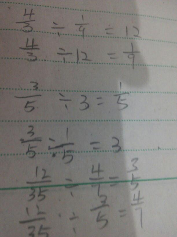 根据乘法算式,写出两道除法算式.图片