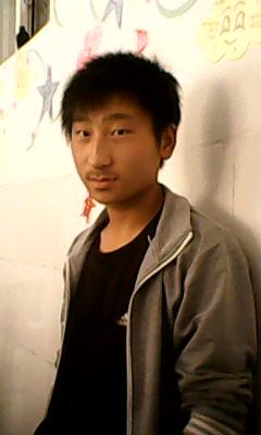 16岁男孩该留什么好看的发型!胡子有点长 . 求大虾小虾们!图片