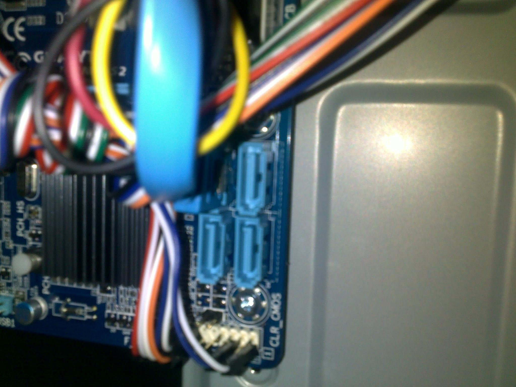 来个懂电脑硬件的.台式机硬盘怎样接线?图片