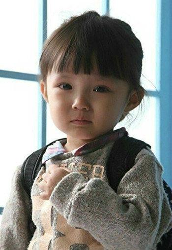 我今天刚给我宝宝剪的齐刘海……她好像不太开心图片
