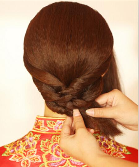 做中式新娘发型的步骤图片