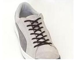 将鞋带从上面第二排的鞋孔(灰色部分)平直穿入图片