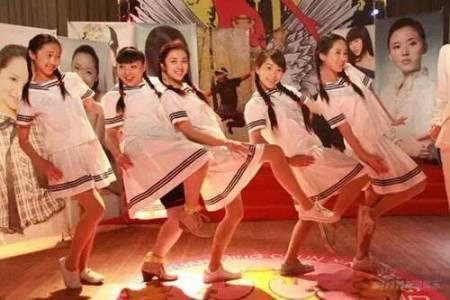 五个女孩跳舞 白色裙子