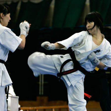 女生学跆拳道好还是空手道好?