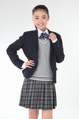 这样的校服下边配什么颜色什么长度的袜子好啊?图片