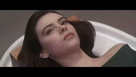 美女由法国影星玛蒂尔达・梅主演