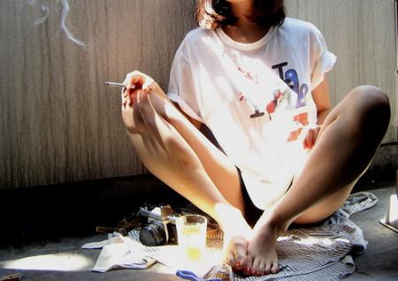抽烟女�_我想要一个抽烟女的高清头像