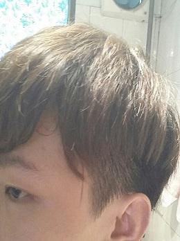 请问男生两边头发怎么留图片