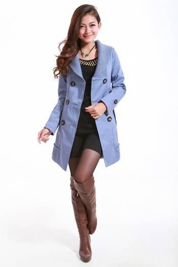 天蓝色风衣配什么颜色的裤子和鞋子好看.图片