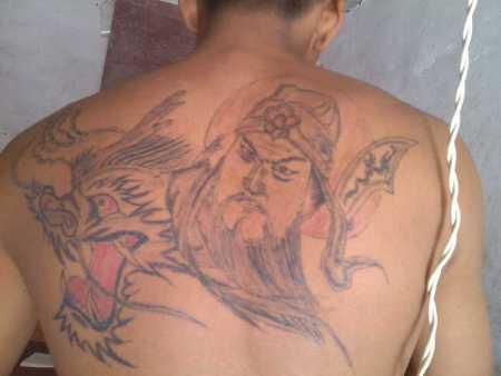 后背纹身关公降龙_这是我现在纹身图,我想加成全背的关公降龙,求个图