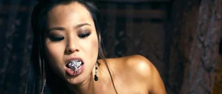 电影里有一群女人 和男人做完爱后会从嘴里露出个