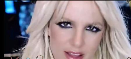 欧美白妇干黑人_求歌名,一个欧美的mv,女歌手有些镜头穿粉红色的衣服,配角是一些黑人
