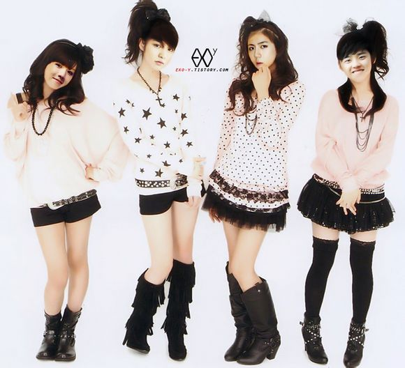 EXO全体成员女装照
