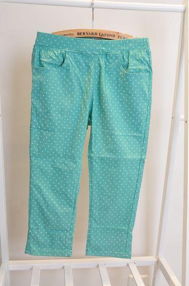 豆绿色的裤子配什么颜色的上衣(有图)