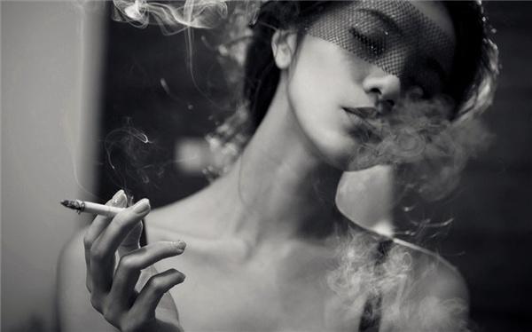 有没有霸道点的头像 抽烟的